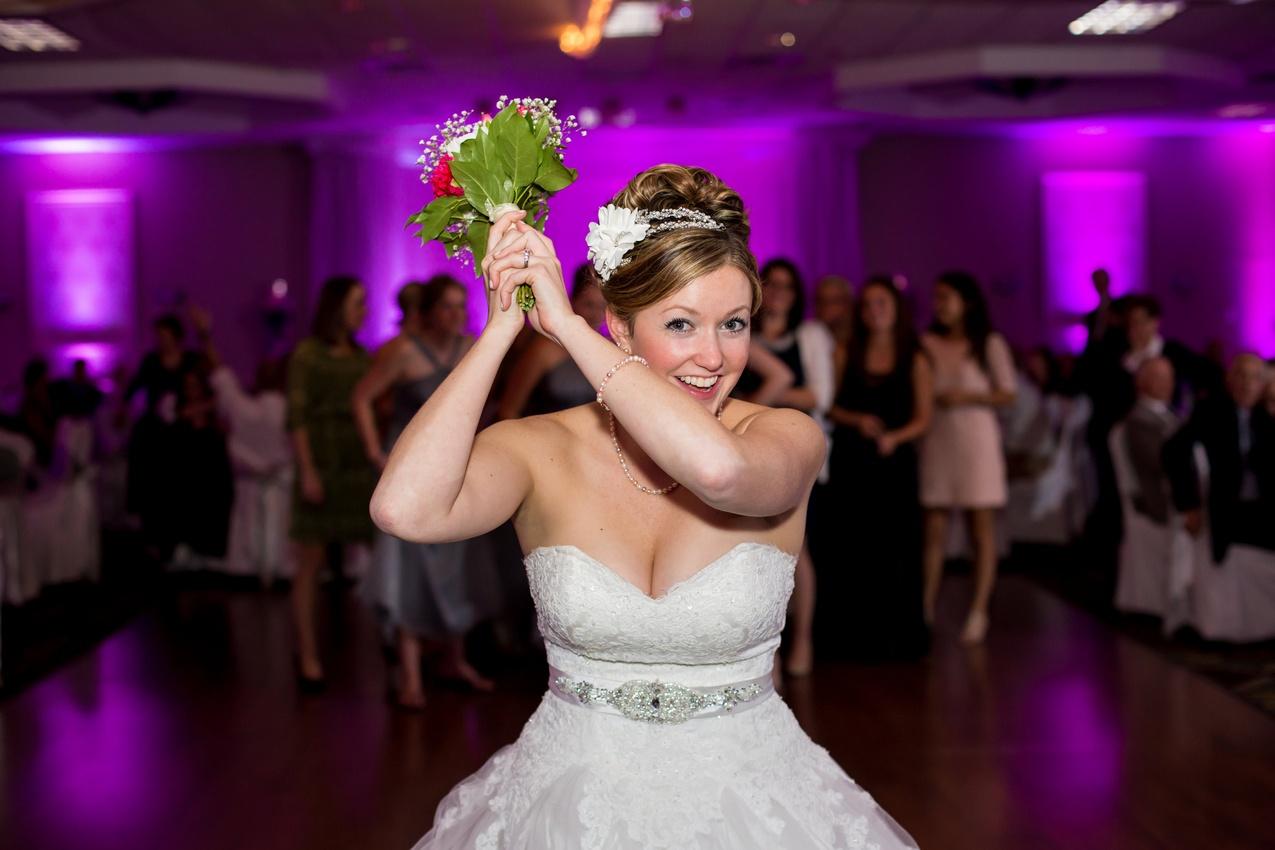 50 Great Wedding Songs by The Isley Brothers DeeeLite