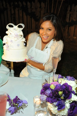 Vanessa Minnillo decorated a 3-tier cake