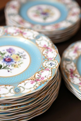 ornate plates, southern theme wedding