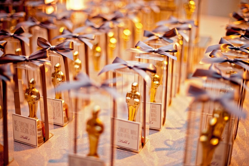 Favors & Gifts Photos - Chocolate Oscar Statues