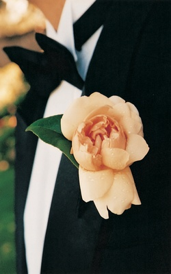 Groom's pink-orange boutonniere