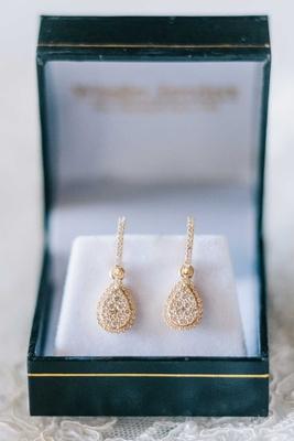 bride wedding jewelry gold earrings diamond teardrop shape drop earrings in green box