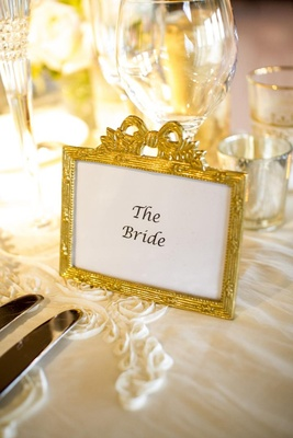 Gold details at bride's place setting
