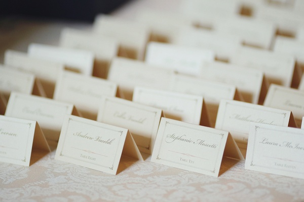 Pretty seating card with border and pink motif