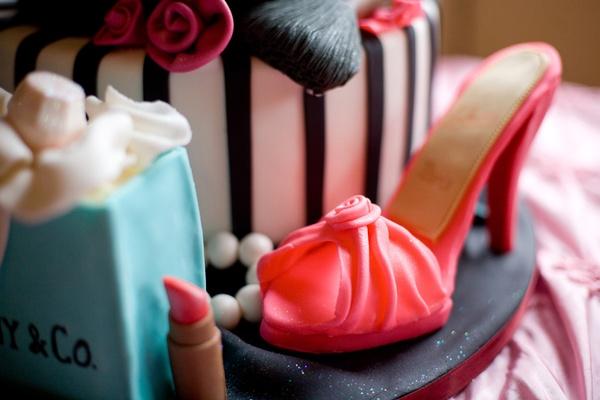 Pink heel and Tiffany bag on cake base