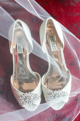 Wedding shoes white heels badgley mischka jewel toe ruched fabric ivory pump peep toe