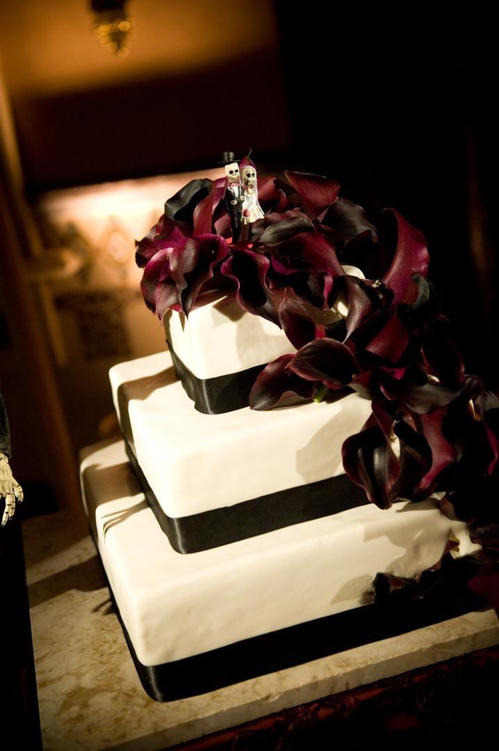 Cakes & Desserts Photos - Dia de Los Muertos Wedding Cake - Inside ...