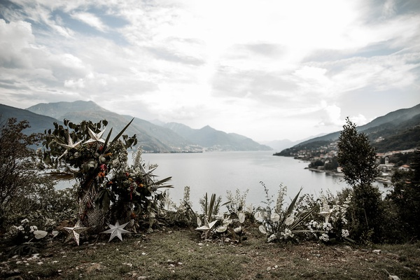 lake como wedding ceremony stars white flowers greenery nature beauty