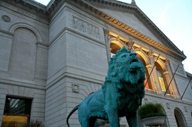 Lion statue outside museum in Chicago