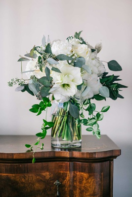 white flower wedding bouquet rose amaryllis greenery trailing leaves winter wedding bouquet ideas