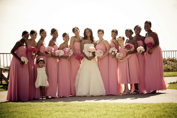 Bride with ten bridesmaids, two junior bridesmaids, and flower girl