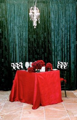 Hollywood glam wedding theme couple's table