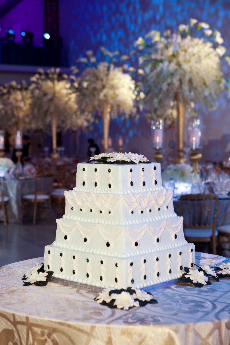 Cakes Desserts Photos Wedding Cake With Emerald Jewels Inside