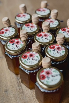 wedding favor ideas jars of honey homemade at bride farm with flower sticker wood honey dipper