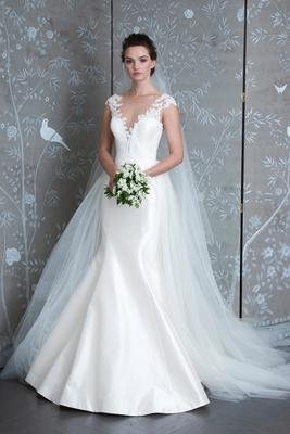 Elizabeth Taylor, Spring 2019, Legends Romona Keveža, lace straps, fluted skirt, deep v