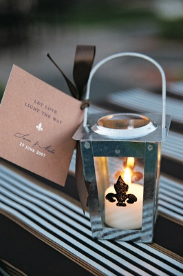 Fleur-de-lis lanterns with brown note