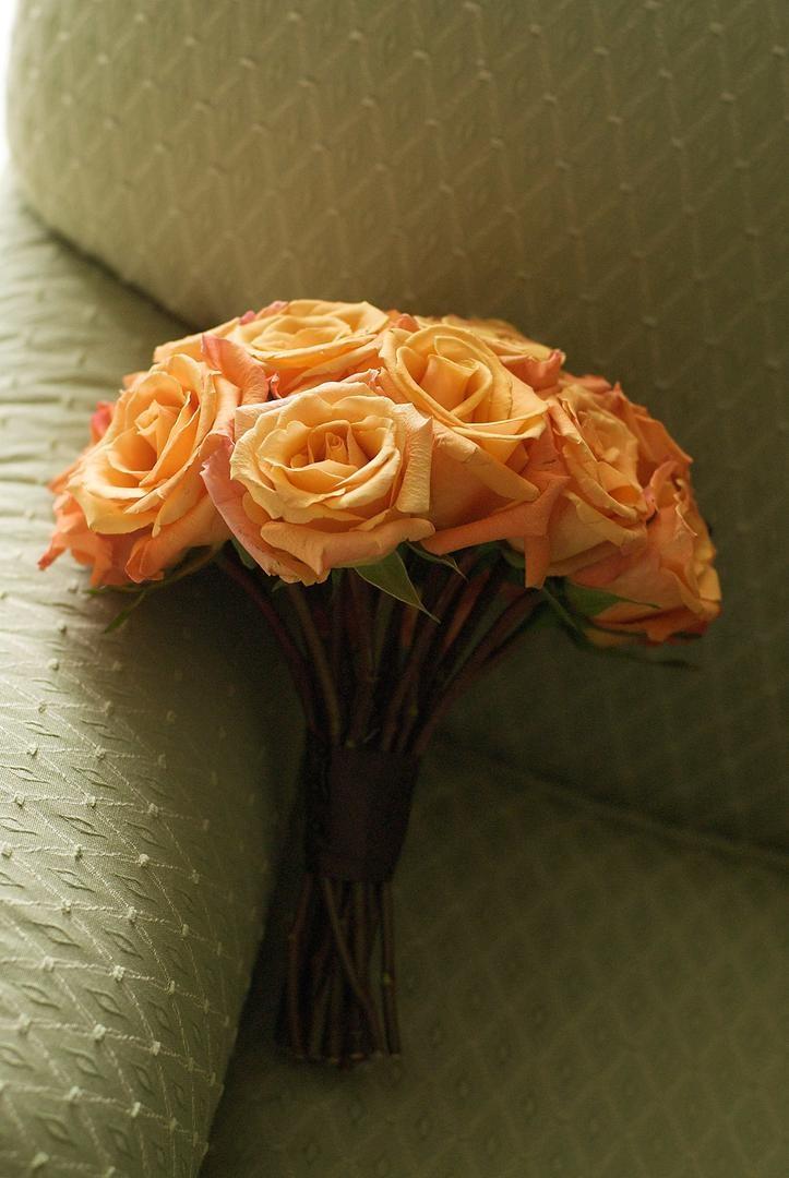 Vibrant bridesmaid bouquet on bridal suite couch