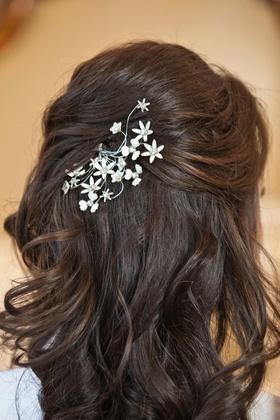 Paris by Debra Moreland bridal headpiece on bride