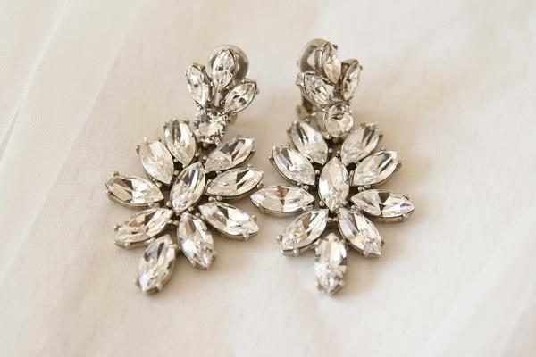 Wedding day jewelry earrings stylish marquise shape stones rhinestones diamonds