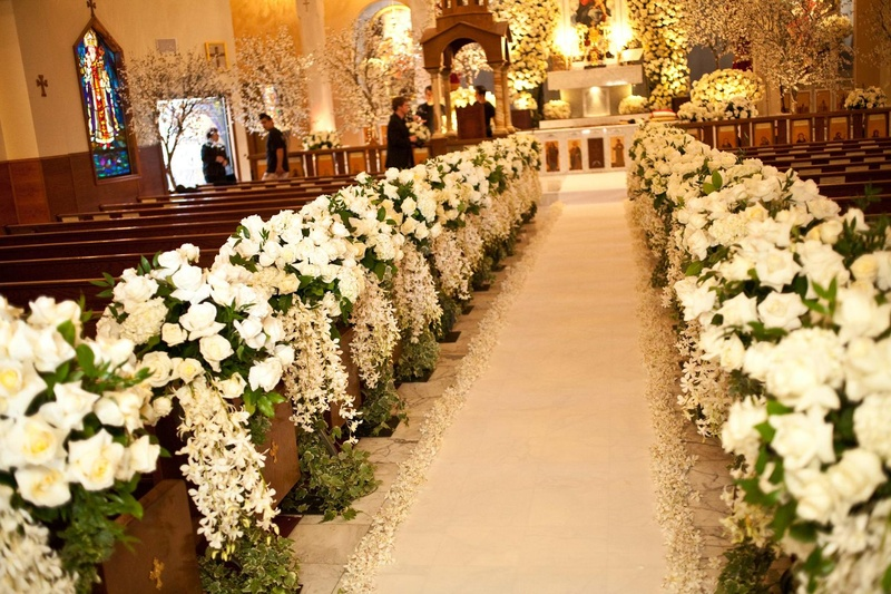 Ceremony Décor Photos - All-White Ceremony Flowers - Inside Weddings