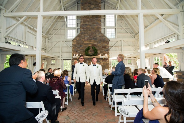gay wedding ceremony in a barn, rustic wedding gay wedding, wood beams