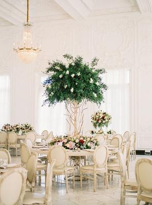 ballroom wedding reception puerto rico mariana paola vicente kike hernandez tall tree centerpiece