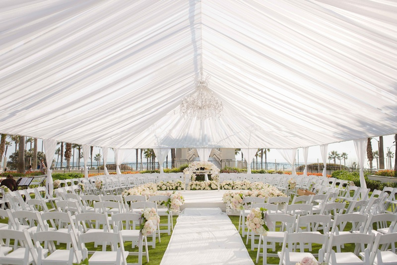 Seating in the round for outdoor tented wedding ceremony Huntington Beach California flowers : ceremony tent - memphite.com