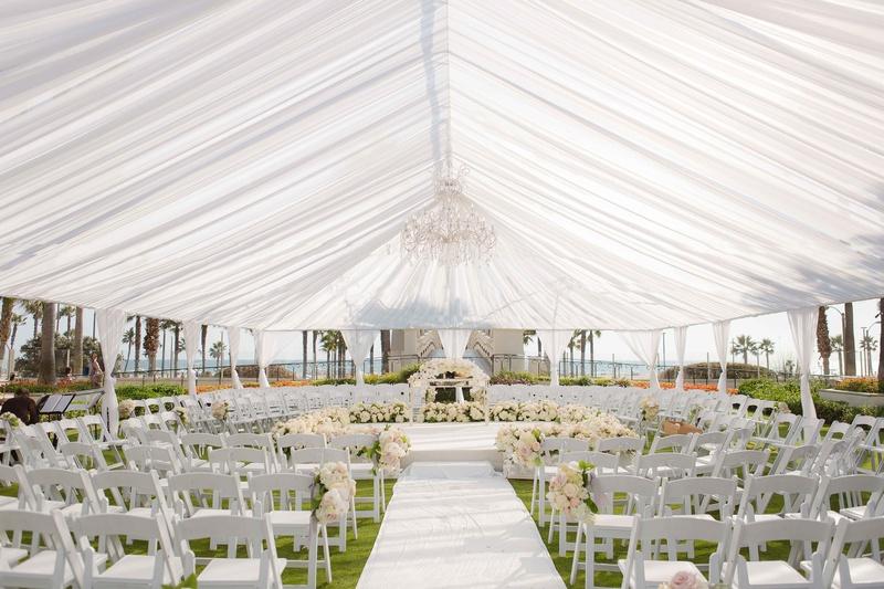 Tent Wedding Ceremony In The Round