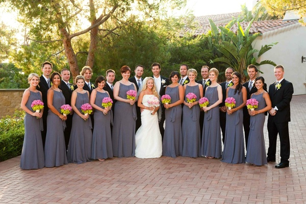 Couple with ten bridesmaids and groomsmen