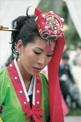 Korean bride in green and red han-bek and beaded red headpiece