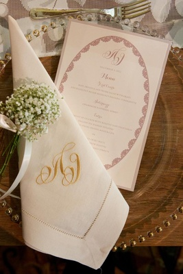 Gold embroidered dinner napkin and round motif