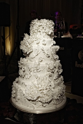White wedding cake inspired by Monique Lhuillier wedding dress