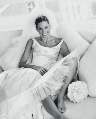 Black and white picture of bride on couch