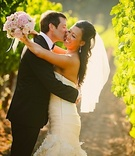 Couple wedding portait in Napa Valley vineyard
