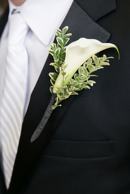 single calla lily blossom with variegated greenery boutonniere