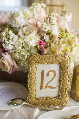 Gold gilded frames next to short centerpiece