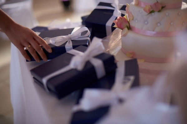 Villeroy & Boch Gifts wrapped blue gifts with white bows