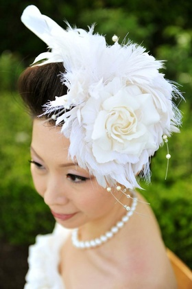 Wedding hair accessory with white feathers and rose