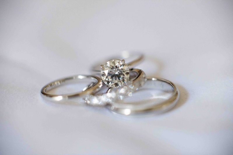 Solitaire engagement ring with round cut diamond