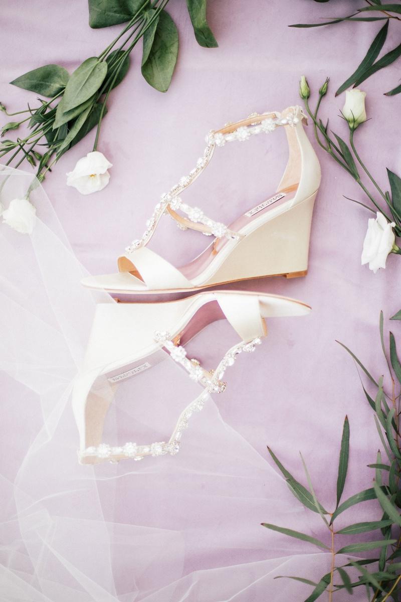 badgley mischka wedge heels open toe beaded straps ivory color wedding shoes bridal heels