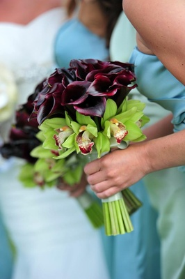 Bridesmaids holding orchid and calla lily blossoms