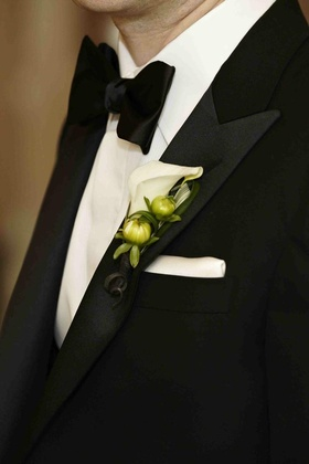 Groom boutonniere with white calla lily and green buds