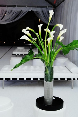 Lounge area flower arrangement made of calla lilies
