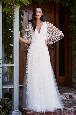 9bdd1cbbf28 Tadashi Shoji Fall 2018 Laser-cut floral lace and tulle gown with V-neck