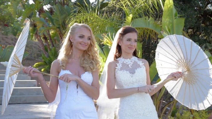 Sisters host double wedding at outdoor venue in malibu california two junglespirit Image collections