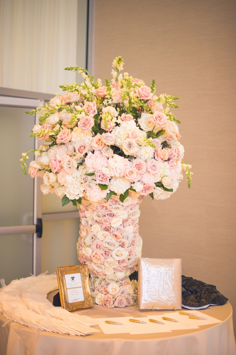 Ceremony dcor photos pastel floral arrangement in fresh rose welcome table at a jewish wedding ceremony with vase covered in pale purple orange reviewsmspy