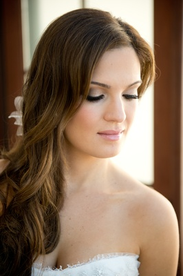 Bride with long hairstyle and natural summer makeup