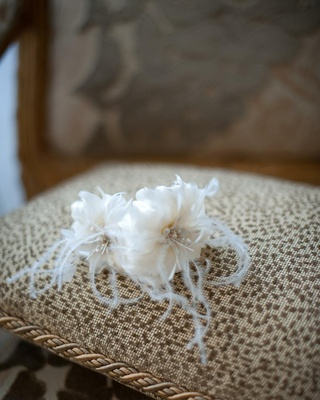 Flower headpiece made of feathers and pearls