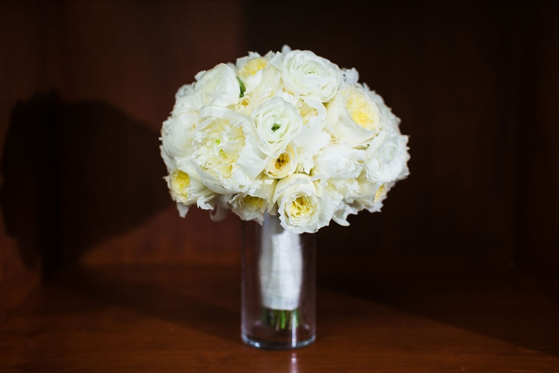 Bouquets Photos Ivory Bouquet In Glass Vase Inside Weddings