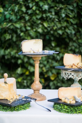 wedding outdoor cocktail hour cheese tasting station appetizer buffet nera valley cheese varieties